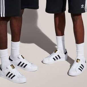 Helt nya, helt oanvända Superstars från Adidas. 🌺