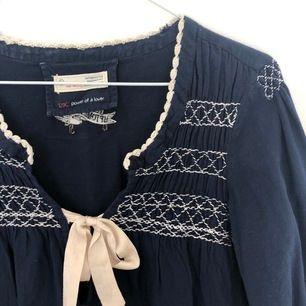 Marinblå blus från Odd Molly i stl s. Bra skick!