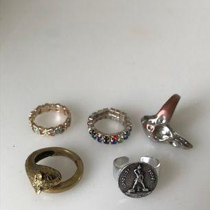 5 olika ringar i alla möjliga färger! 10 kr/st eller 40kr för alla 5 ringar. Betalning sker via swish och köparen står för frakten! Frakten för 1 ring: 11kr. Frakten för alla ringar: 22kr😊😊