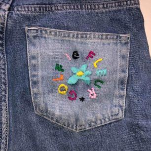 Intressekoll! Egendesignade weekday jeans inspirerande av golf le fleur. Säljer bara om jag får ett bra pris. Skriv gärna bud;)🥰✨