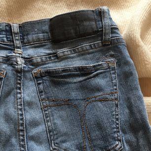 Skitsnygga ljusblåa lågmidjade jeans ifrån diesel är 168 o dom passar mig perfekt men dom går och ha om man är 165-173 skulle jag gissa💗