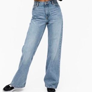 Säljer dessa slutsålda trendiga yoki-jeans från Monki. De är i nyskick ✨🖤köparen står för frakt, buda från 300kr ☺️