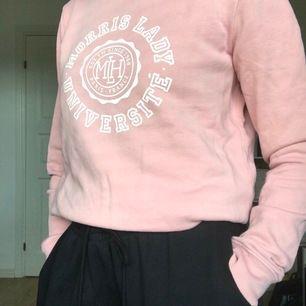 Morris Lady tröja som jag aldrig använder. Köptes för ca. 1 år sedan för 500 kr men kostade 1000 då den köptes på rea. Frakten ingår i priset.