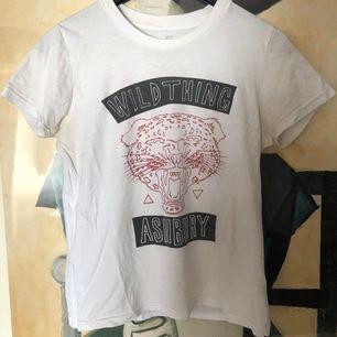 Ashbury T-shirt storlek M, sitter som en S. Använd, ser vintage ut ✌🏻 FRAKT INKLUDERAD I PRISET 💝