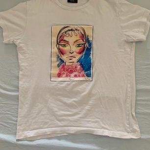 T-shirt köpt från ett UF företag, strl M men passar S