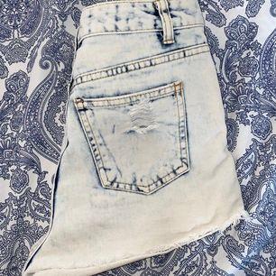 Ett par super fina shorts från Denim Co i storlek 34. Inga slitningar. Frakt tillkommer.