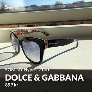 Tillverkade i Italien UV Skydd Black Gradient Snygg modell, fint mönster. Stora solglasögon, utstrålar lyx, märket på båda sidor.  Använda 1 sommar, vissa bruksmärken, bra skick! 💌 Frakt 50kr, spårbart 🌻 Hämtas hos mig, lundby gamla kyrka