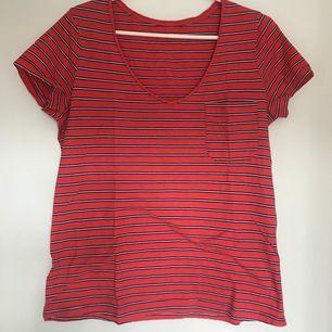Red white and black v neck and pocket