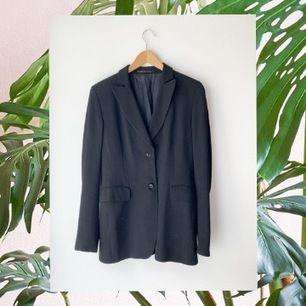 Säljs på @haawsecondhand 💙 kolla in våra kläder på instagram!