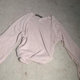 En oanvänd rosa blus i strl 158