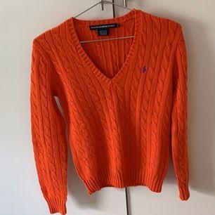Dessa 3 kabelstickade Ralph lauren tröjor i bomull, säljer dem för 360 kr/st. Fina vårliga färger,  jättesköna o fin passform💖