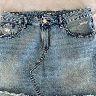 Snygg jeanskjol i storlek L🌸 Köparen står för frakten.