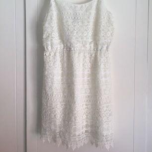 Hade denna söta spetsklänning på min student, nu ska den vidare och glädja någon annans stora dag! 🌸