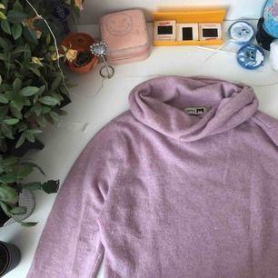 Supersöt vintage / Retro rosa stickad polotröja i mysigt material ! Köpt ifrån Humana 💓💓 storlek Xs-M