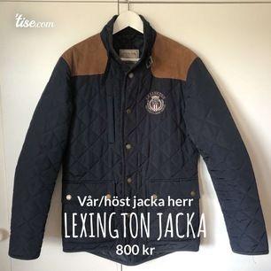 Marinblå vår/höstjacka från lexington i stl s, knappt använd så i mycket bra skick, nypris 2990