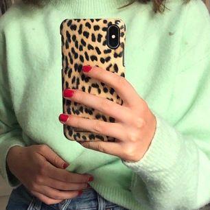En fettsnygg pastellgrön tröja med hög halsringning från & Other Stories!❤️ Knappt använd. Köpte den för 479SEK och säljer den för bara 150SEK! (Frakt tillkommer)