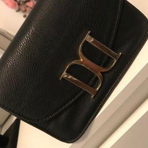 En liten handväska för fest eller en dag ute på stan.