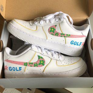 Golf Wang X Nike Air Force🌸custom! Målade med marknadens bästa färg och projektet tog 7 timmar🥺❤️ Titta in @leascustoms för fler bilder och var först att se nya designs🥰