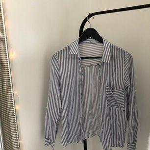 randig skjorta, köpt här på plick men tyvärr för liten för mig