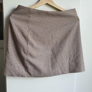 Så fin kjol från Monki i storlek 38. Har tyvärr blivit för liten för mig. Hittar inget att anmärka på. Frakt tillkommer