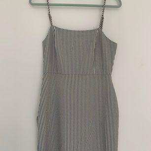 Pull and bear klänning storlek 26 (xs), aldrig använd fint skick!!🥰