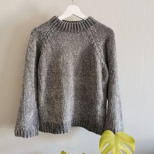 Mysig stickad tröja från Gina Tricot av riktigt mjukt material. Köparen står för frakt.