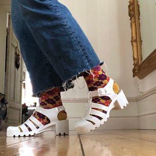 Väldigt snygga jelly shoes i storlek 39. Använd bara några få gånger. Köparen står för frakten ✨