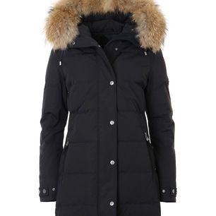 Säljer nu min fina Hollies jacka. Den är i jättefint skick, och är sparsamt använd. Storlek 32, passar en 34 möjligtvis 36 också.