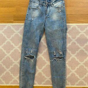 Säljer mina jeans som jag köpte på Chelsea i Göteborg. De är fint skick på byxorna som nya! Storlek 36. Mitt pris är 150 gratis frakt.