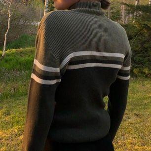 Superfin polo med långa ärmar! Nästan helt oanvänd, hör av er för fler bilder❤️   Jag har vanligtvis storlek S i tröjor.