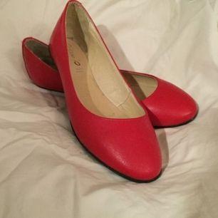 Söker röda ballerina storlek 37, någon som har?🙂🥿