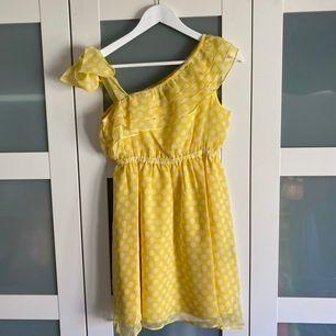 Helt ny klänning från Catwalk88, i storlek M!