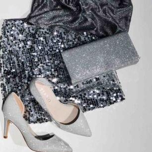 Oanvända skor från märket TIAMO. Köptes för ca 1 månad sedan på Scorett. Box och kvitto finns🥰 Nypris: 799kr