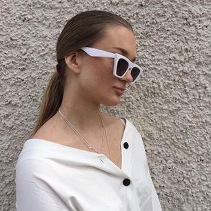 Solglasögon från NA KD, använd några få gånger. 163kr, fri frakt och skickas så spårbar. Kan skicka mått vid intresse!
