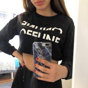 En cropped hoodie (utan luva) från New Yorker i storlek S💖 Har endast använd ett par fåtal gånger alltså är den i bra skick. Frakt 15kr💓