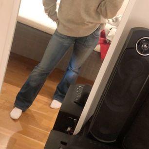 Ett par äkta Lee jeans i strl W27 L30. Skit snygga bootcut jeans💓