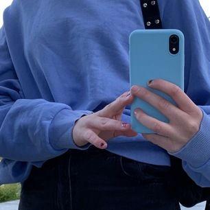 En snygg blå college tröja från zara som är overzized