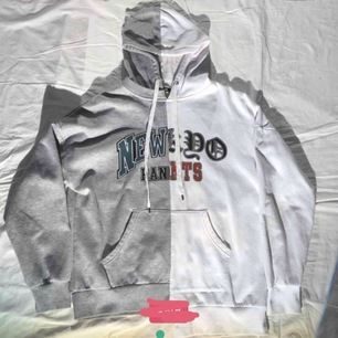 Super snygg hoodie köp här på plick! Priset är inklusive frakt💓