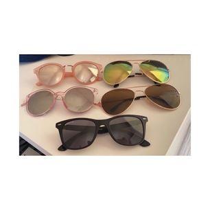 Olika solglasögon 20 kr/st✨ frakten är 15 kr✨ den svarta och rosa längst ner är SOLDA!✨