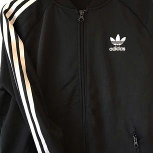 Fint skick, köpt på Adidas. Nypris ca 450kr
