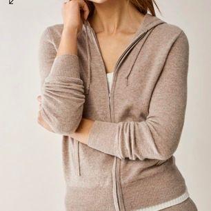 Söker denna soft goat hoodie! Endast denna färg, helst i str S men M kan nog också funka❤️❤️ hör av er om någon vill sälja :)