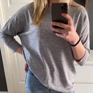 Jättefin grå armvecks lång tröja, oanvänd (endast till bildtagning) tröja från jacqueline *PRISLAPP KVAR* ordinarie pris 159kr, storlek S💓 frakt tillkommer