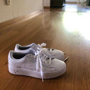 Puma skor i storlek 38, knappt använda pga att dem är för stora. Köparen står för frakten