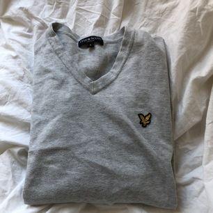 Vintage tröja från Lyle & scott. Väldigt bra skick, så gott som ny. Använd få tal gånger. Frakten ingår ej i priset.
