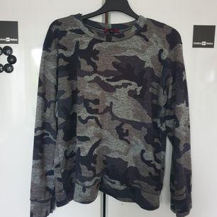 Sweatshirt från madlady 🌸 Storlek L men mer som M.