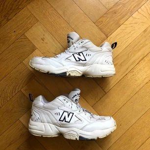 Fina skor från New Balance i bra skick. Stl 39 och sparsamt använda.