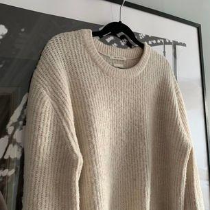 Snygg stickad Zara tröja, fancy collection. Tröjan är storlek 164, ungefär xxs-s. Frakt 50kr.