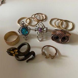 Säljer lite olika ringar, hör av dig om du vill köpa någon!💓💓 25kr/st för de större & 10 kr/st för de små       100kr för alla💓💓