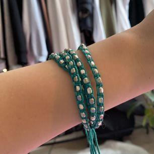 Superfint grönt armband! Skickas för fraktkostnad på 11kr