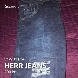 Herr jeans med slitningar, i nyskick, st W33 som motsvarar st M, för fler bilder skriv